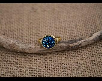 """Bague """"Brigitte"""" druzy dorée anneau laiton et fil or - bleu océan cabochon 10mm"""