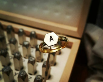 Personnalized hexagon ring with initial