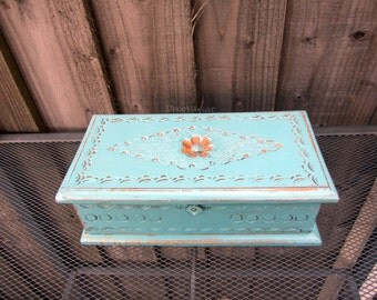 Jewellery box/carved box/ vintage box/ shabby chic box / jewellery box with mirror
