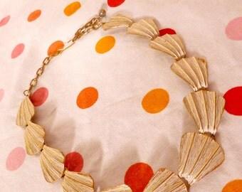 ART DECO Necklace Gold White Scalloped