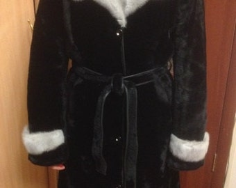 natural fur coat, mutonovaâ Mouton fur coat and gift