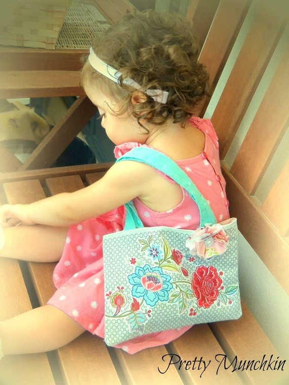 Flowers and Butterfly tote party giftbag, Pretty Lunch bag, girls fabric tote bag, girl's gift bag, monsoon lunchbag, toddler handbag