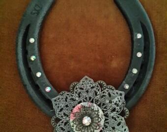 Horseshoe, Vintage flower horseshoe, Lucky horseshoe, Good luck, Rustic horseshoe, Shabby chic, housewarming, wedding, Vintage flower,