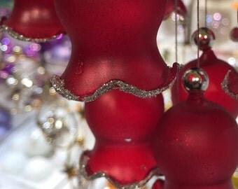 Les Ornements Rouges (Red Ornaments)