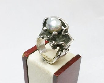 Nostalgic silver ring with mother of Pearl ball SR585