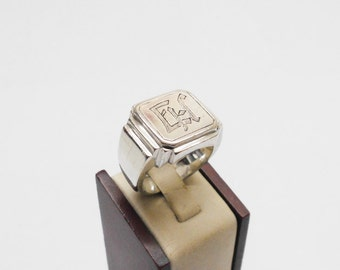 """835 silver Signet Ring with initials """"EH"""" SR516"""