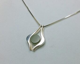 800 Silver Pendant with jade gemstone SK323