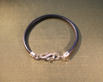 Leather bracelet with attractive sterling silver clasp.