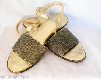 Vintage 1960s Gold and Black Sandals (10N)