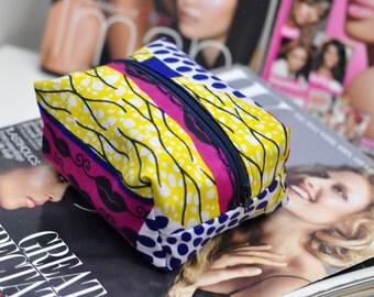 Cosmetic makeup bag storage