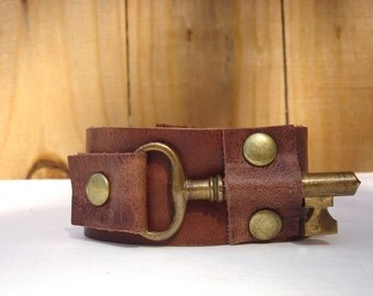 The Locksmith Cuff - Whiskey Leather Bracelet with Brass Antique Key - Rust Steampunk Snap