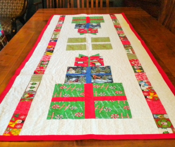 Gift stack patchwork quilted table runner for christmas - Table gifts for christmas ...