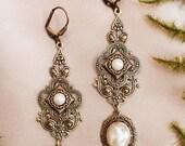 Cream Pearl Renaissance Earrings, Medieval Jewelry, Handfasting, Garb, Tudor, Ren Faire Wedding, Bridal Jewelry, Bridesmaid, Avalon