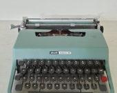 SALE !!! 25 % OFF ! green blue OLIVETTI letera 32 typewriter with case / Italian vintage