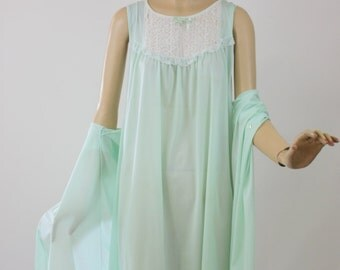 Vintage 60s Gown & Robe Green Nylon w Lace Baby Doll Gown By Philmaid Size 34 Bust 38