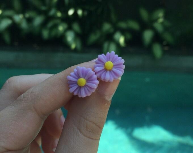 Lavender Daisy Earrings.