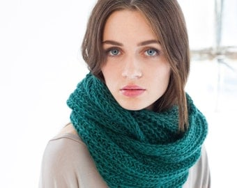 Infinity Scarf / Chunky Knit Scarf / Wool Scarf / Shawl / Loop Scarf / Stocking Stuffer / Perfect Gift /Hat/Marcellamoda k RTS-MA0401