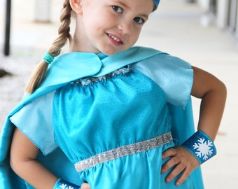 Girls SNOW PRINCESS Cape and Accessory Set - 3 Piece HALLOWEEN Costume  - Includes Personalized Sparkle Cape - Wrist bands - Sparkle Crown