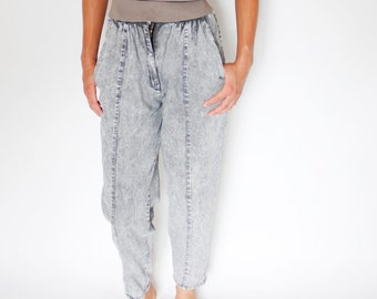 Vintage 80's lightweight acid washed pants, gray, pleated, tapered, center seam detail, no back pockets, cinched waist, casual - Small