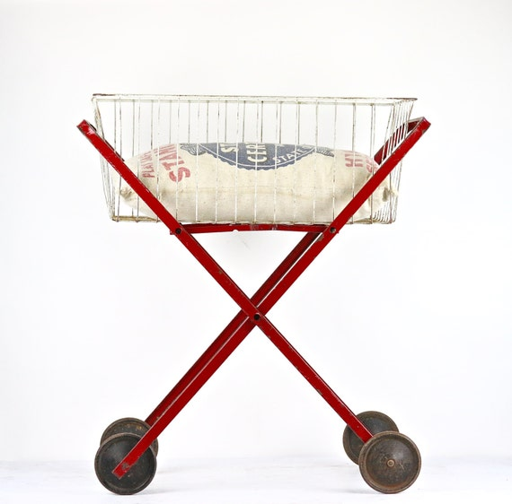 laundry cart laundry basket on wheels vintage wire laundry. Black Bedroom Furniture Sets. Home Design Ideas