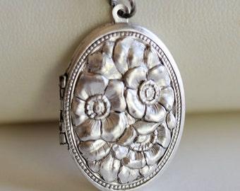 Locket Necklace,Poppy Flower Locket,Cherry Blossom Silver Locket,Antique Locket,Flower Locket,Flower,Wedding Necklace,bridesmaid necklace