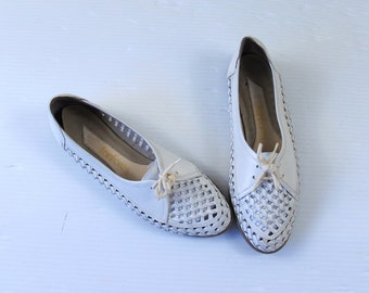 vtg 80s white CUT OUT leather OXFORDS 7 lace up flats boho shoes preppy woven brogues perforated