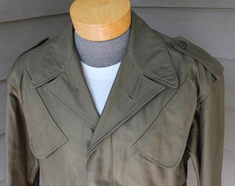 vintage 1988 German military Cold Weather Field jacket. Heavy Cotton Sateen - Olive Green. Big pockets and double draw strings. Size 40 - 42