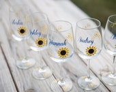 Bridesmaid gift. Sunflower wine glass, Bridesmaid gift wine glasses, fall theme, name and title. 1 glass. Fall wedding party Bridesmaid gift