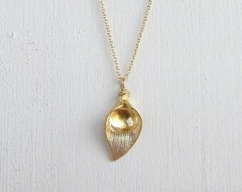 Lily Flower & Gemstone Necklace