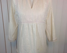 Vintage Beige Hippie Blouse or Tunic with Small White Flowers and Beige Lace, Back Tie with Lace Around The Bottom Ladies Large to XLarge