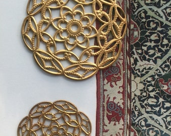 Vintage Destash Filigree Disc (2 pc)