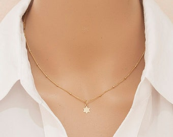 Tiny Star Charm Necklace / Minimalist Necklace / Simple Everyday Necklace / Gold star Necklace /