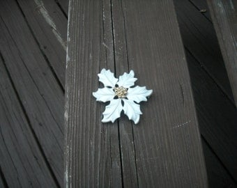 Lady Remington White Flower Brooch