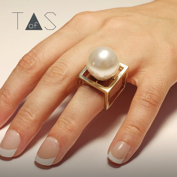 Geometric Ring / Oversize Pearl Ring / Pearl Gold Ring