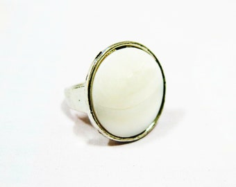 Size 7.5, 8, 8.5 White Shell Ring, Shell Statement Ring, White Ring, Big Ring, Statement Ring, Boho Ring, Men Ring, Women Ring, Unique Ring