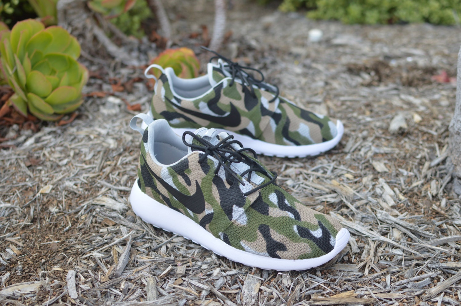 camo roshe one hand painted custom sneakers camo nike. Black Bedroom Furniture Sets. Home Design Ideas