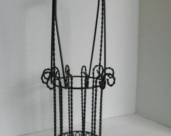 Black Twisted Metal Single Wine Bottle Carrier Basket