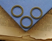 10 Closed Detailed Bronze Jump Rings 26mm Heavy Duty (BF2682)