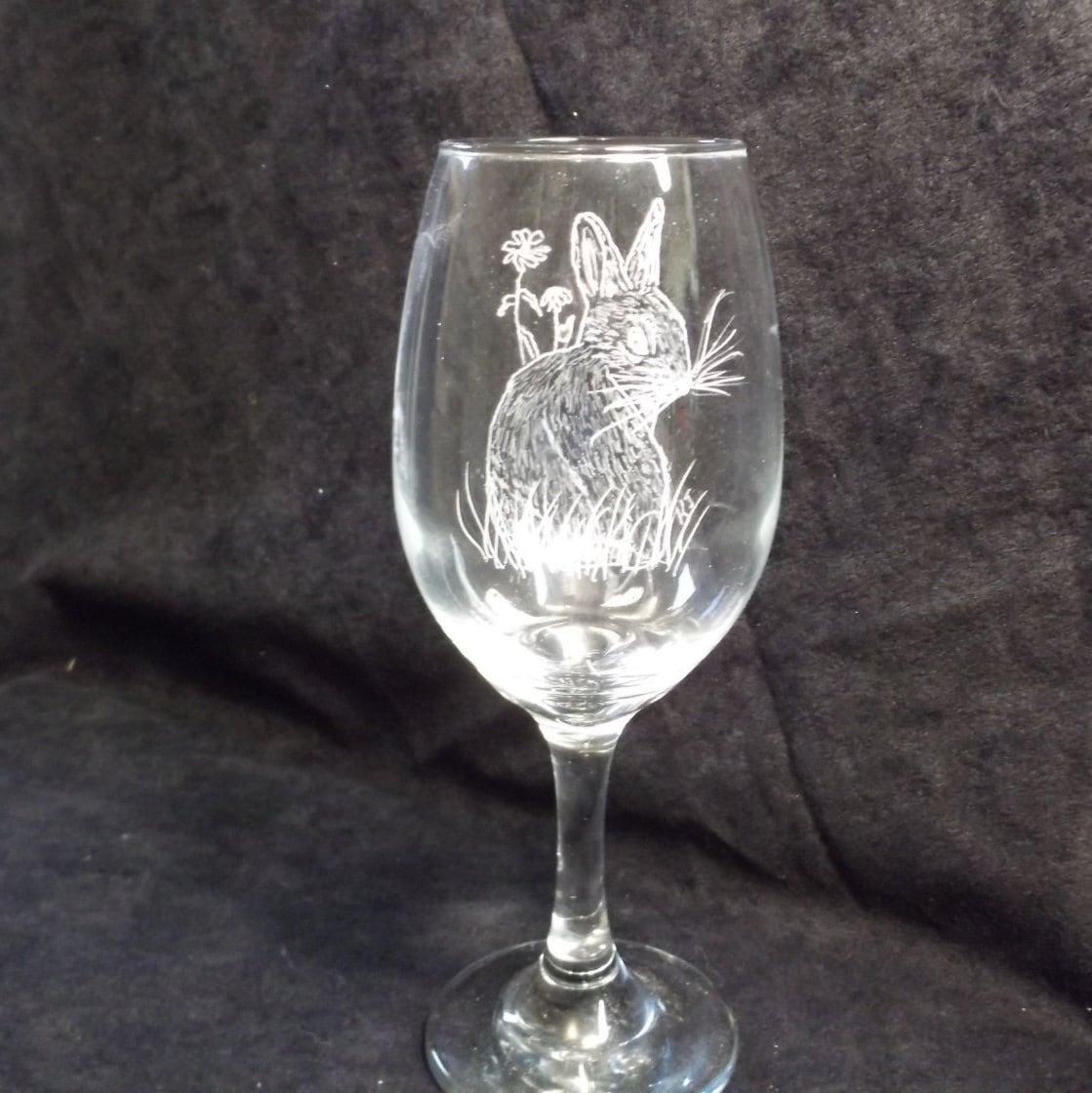 whimsical engraved bunny wine glass engraved rabbit on wine glass etched rabbit on wine glass. Black Bedroom Furniture Sets. Home Design Ideas