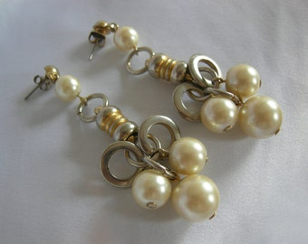 Pearl and Gold Dangle Earrings | Gold Tone Setting | Vintage