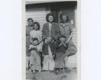 Windy Day, c1940s Vintage Snapshot Photo (59406)