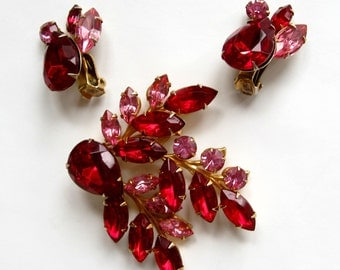 """Free Shipping to US. Vintage Ruby Red and Pink Rhinestone """"Beau Jewels"""" Brooch & Clip earrings Demi Parure - STUNNING!"""