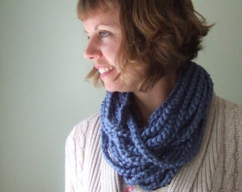 Infinity Chain Scarf .. Blue Chain Scarf .. Rope Scarf Necklace .. Cerulean Blue Scarf .. Crochet Chain Scarf .. Blue Eternity Scarf