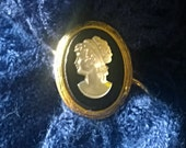 Vintage 1960s Scarf/Shawl Ring - Cameo detail