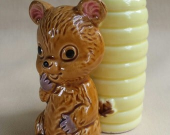 Vintage Bear and Beehive ~ Salt & Pepper Shakers ~ Whimsical ~ Japan ~ 1950's ~ KitchenWare ~ Ceramic
