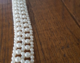 Vintage Choker Costume Jewelry – clasping missing