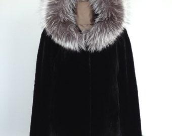 Manteau court en fourrure / Short fur jacket