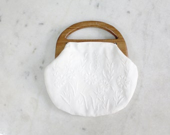 1960s Wooden Handle Clutch | White Floral Embroidered Purse