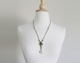 1970s Shell Necklace | Shell Swirl | Green Macrame Necklace | Cord Necklace | Braided Necklace