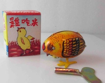 Small Pecking Chicken Tin Lithograph Wind Up Toy Clockwork Collectible In Box